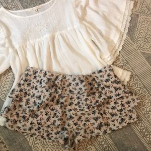 URBAN OUTFITTERS SWEET FLORAL SHORTS